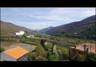 Moradia com vistas sobre o Douro